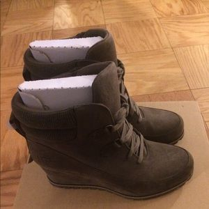 New!!UGG BOOTS WITH INVISIBLE WEDGE.
